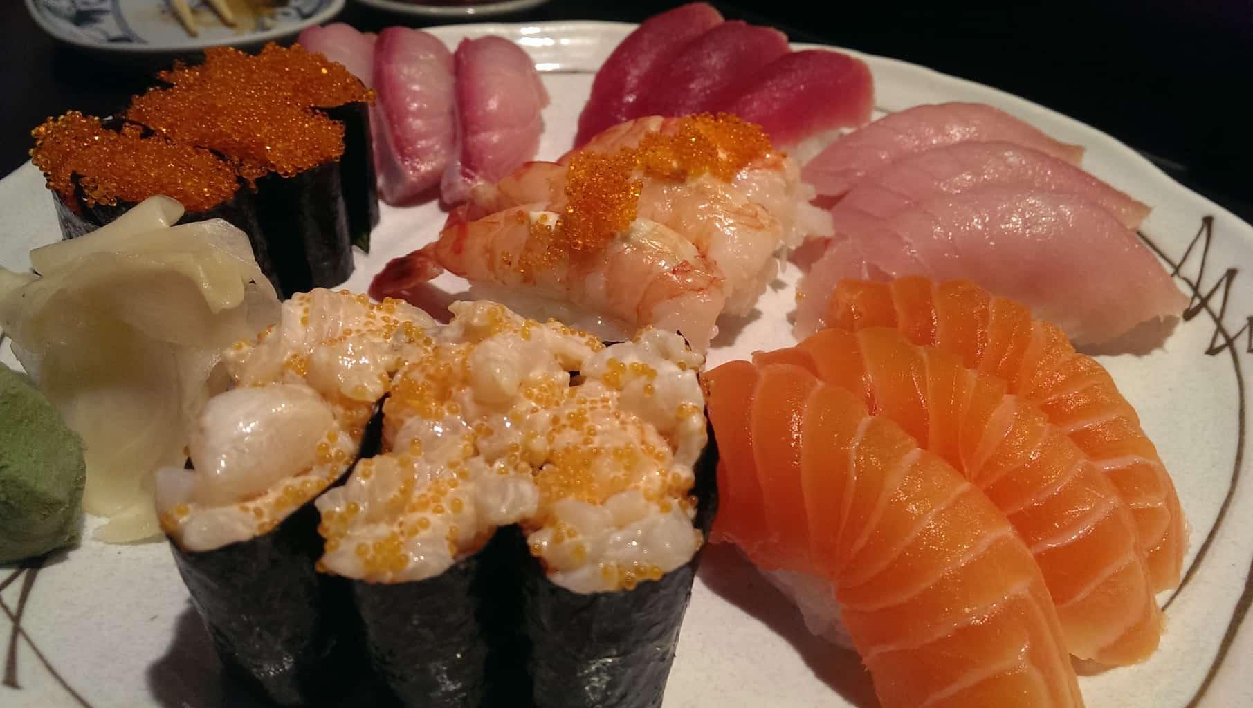 sushi combo cc (21 pieces of nigiri: 3 pieces each of tuna, red tuna, salmon, tobiko, ebi mayo, hamachi, chopped scallop)
