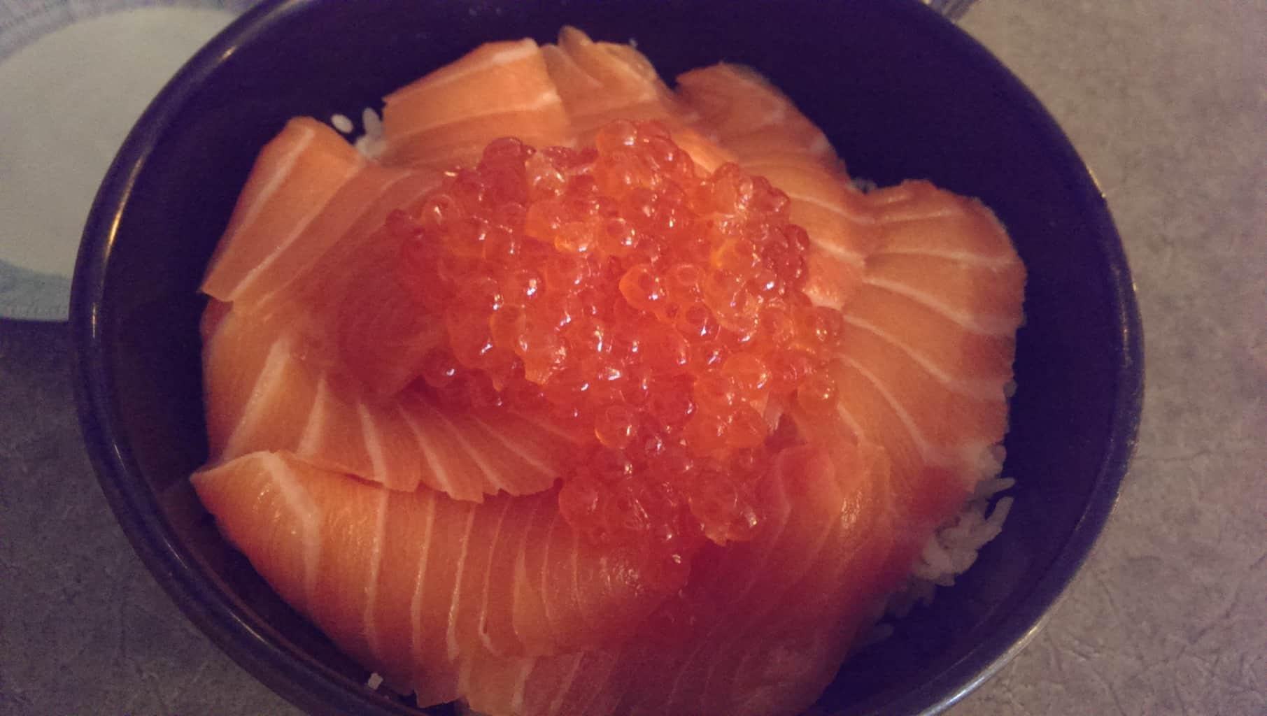 Salmon oyako don