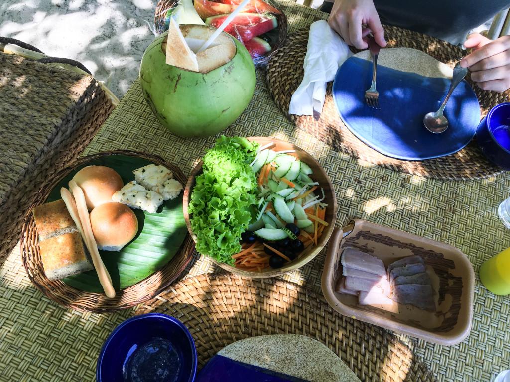 pinic lunch at entalula island
