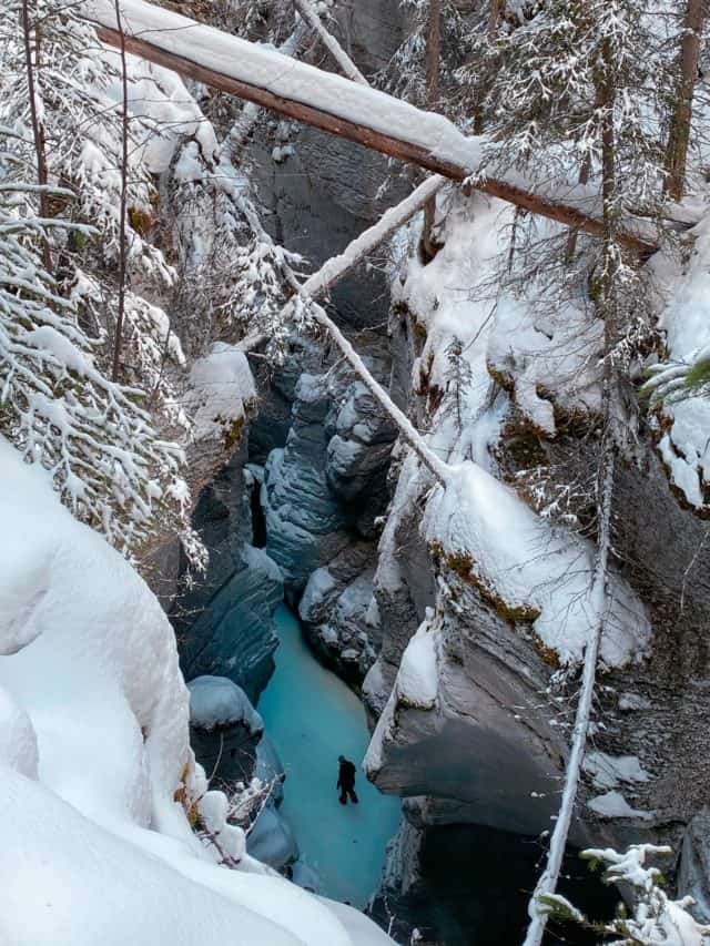 Maligne Canyon Jasper Winter Activities