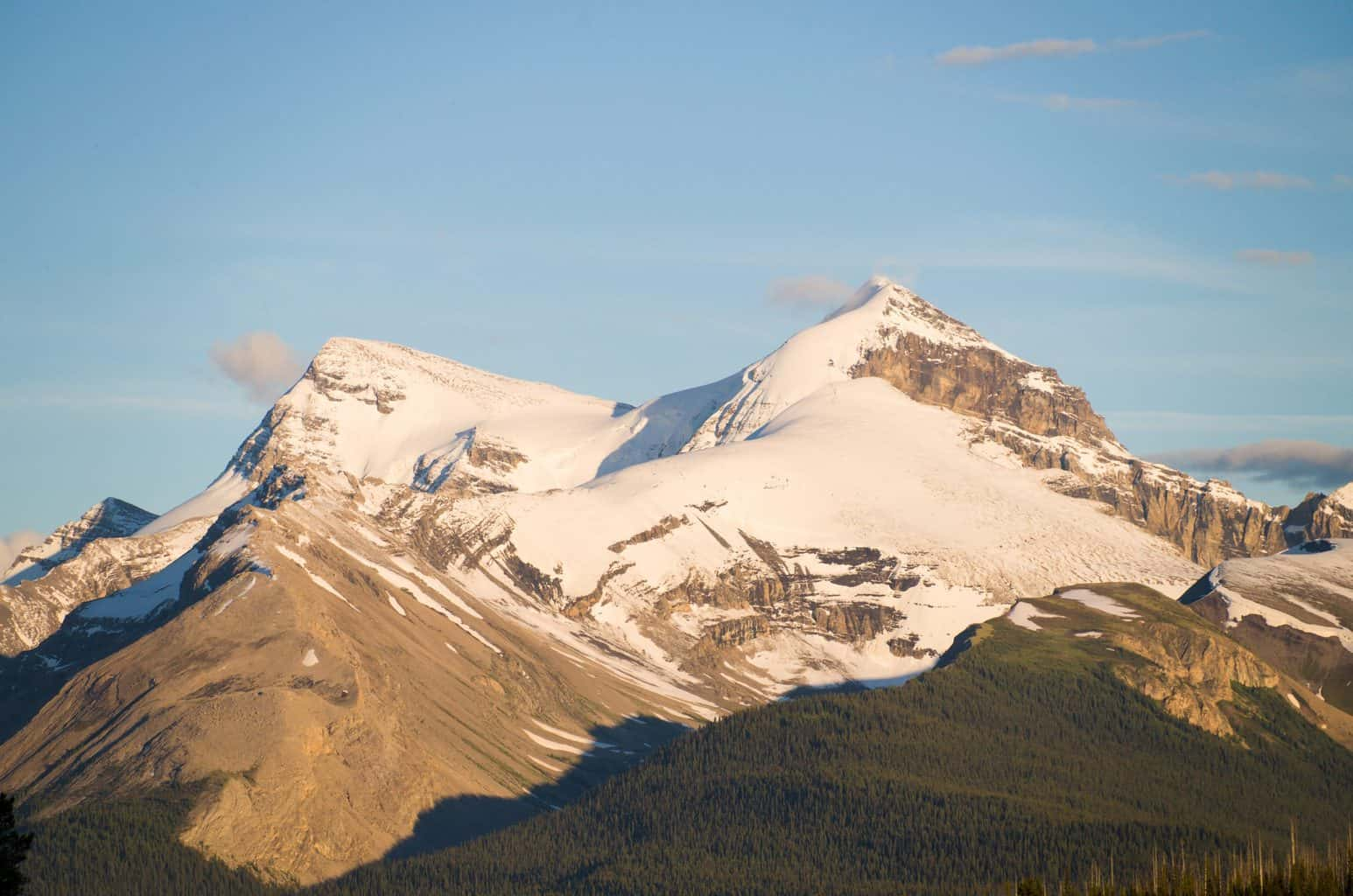 Mountain View on Jasper Road Trip To Maligne Lake